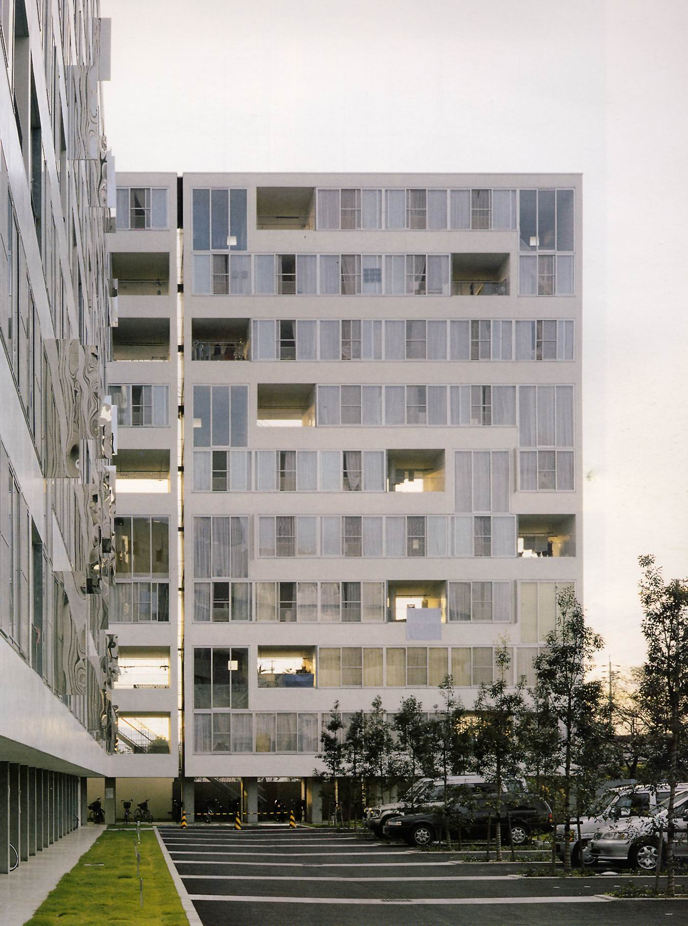 The Terraces Create Holes In Building Through Which Far Side Of Can Be Glimpsed Thus Reducing Visual Impression Massiveness